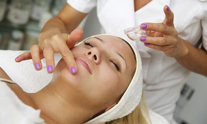 4 טיפול פנים אצל הילה שטרן, קוסמטיקאית פרא-רפואית בלוד