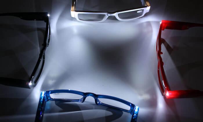 4 משקפי קריאה עם תאורת LED