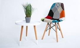 שולחן סלון עגול עם רגלי עץ
