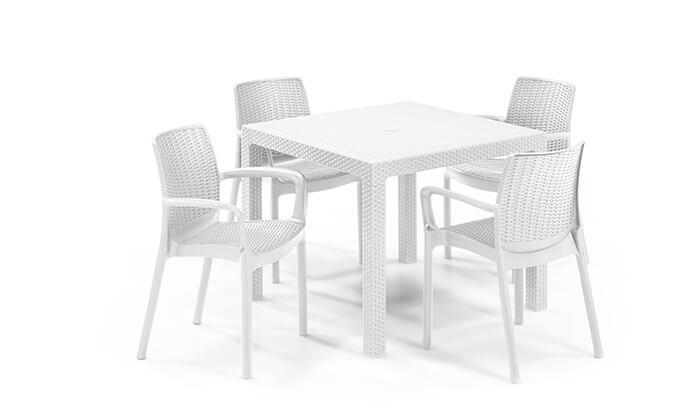 4 שולחן וכיסאות חצר, כתר פלסטיק