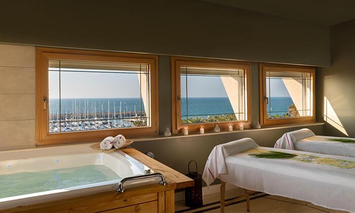 2 יום כיף זוגי עם עיסוי ב-Share Spa במלון לאונרדו ארט, חוף גורדון