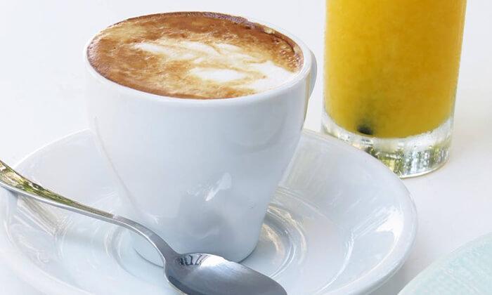 3 בייגל טוסט או פיצה אישית בבית הקפה נושה, פתח תקווה