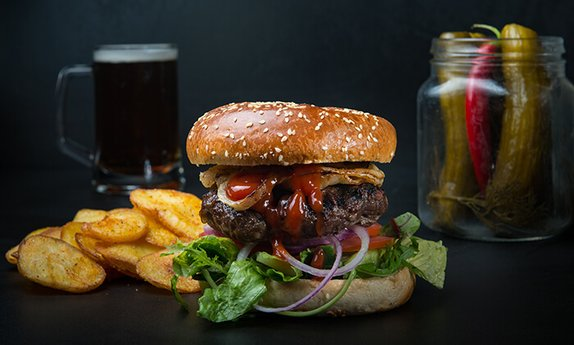 המבורגר, בירה וקינוח ברסטו-קפה