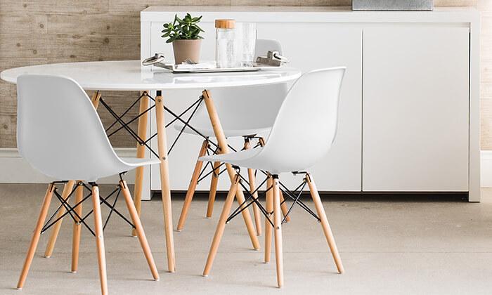 2 פינת אוכל עגולה מעץ עם כסאות