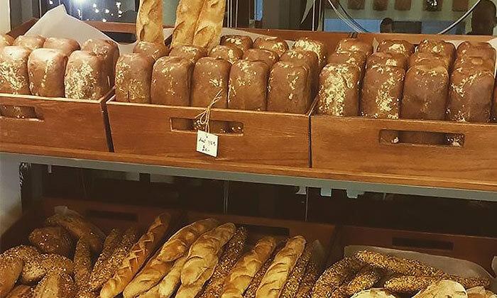 5 לחם מחיטה מלאה בעבודת יד בבית הקפה נושה הכשר למהדרין, פתח תקווה