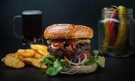 ארוחת המבורגר זוגית ב'לונדון'