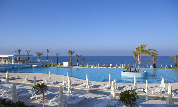"""3 הכול כלול בפאפוס במלון 5 כוכבים עם פארק מים, כולל חגים וסופ""""ש"""