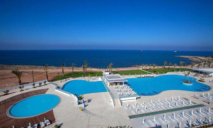 """4 הכול כלול בפאפוס במלון 5 כוכבים עם פארק מים, כולל חגים וסופ""""ש"""