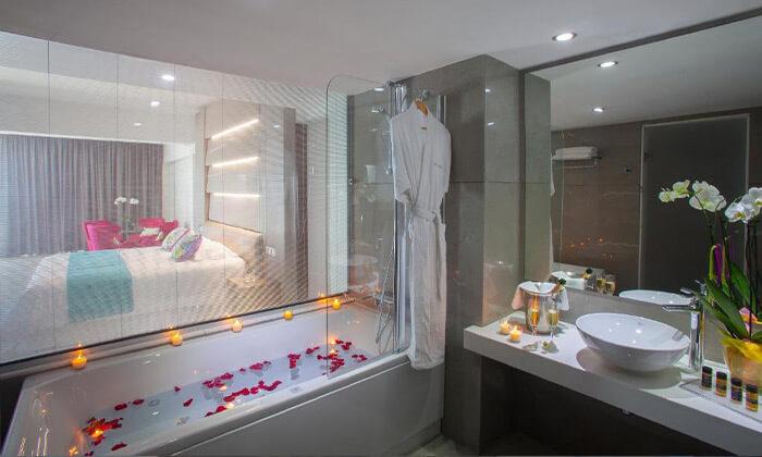 """12 הכול כלול בפאפוס במלון 5 כוכבים עם פארק מים, כולל חגים וסופ""""ש"""