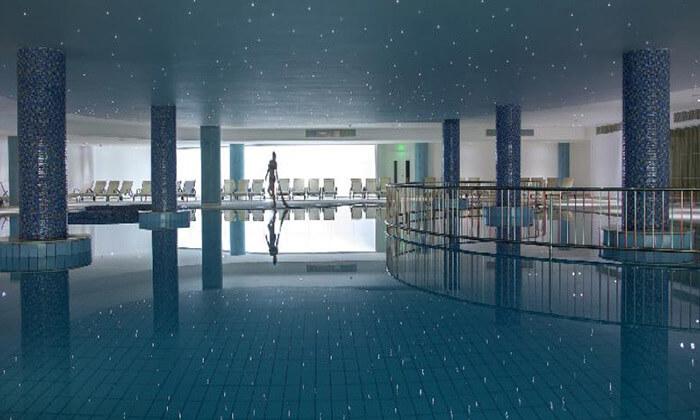 """8 הכול כלול בפאפוס במלון 5 כוכבים עם פארק מים, כולל חגים וסופ""""ש"""