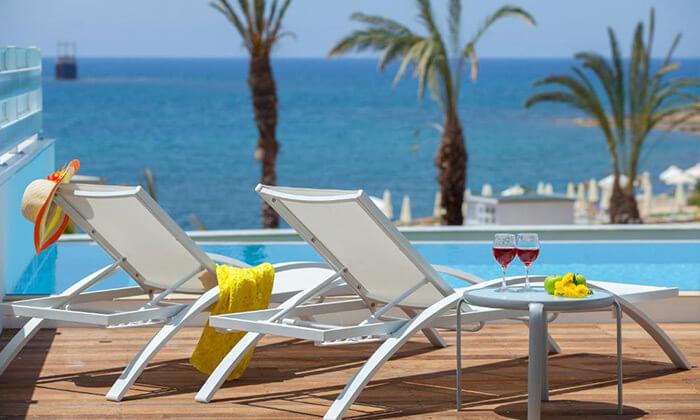 """9 הכול כלול בפאפוס במלון 5 כוכבים עם פארק מים, כולל חגים וסופ""""ש"""