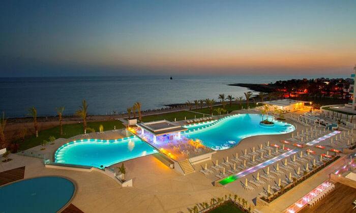 """10 הכול כלול בפאפוס במלון 5 כוכבים עם פארק מים, כולל חגים וסופ""""ש"""