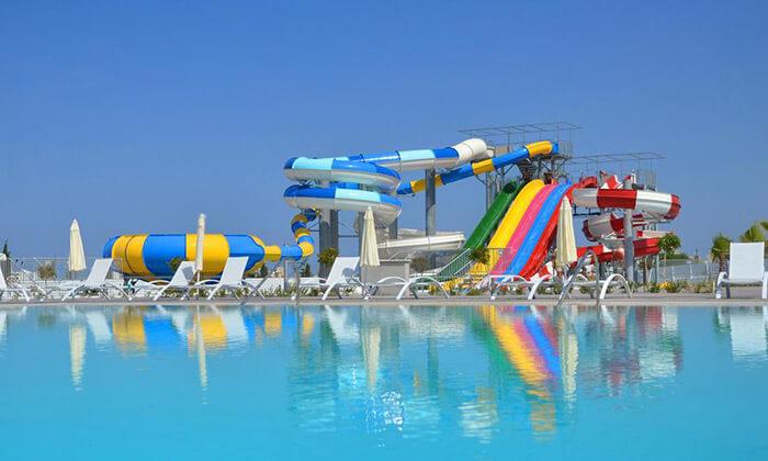 """2 הכול כלול בפאפוס במלון 5 כוכבים עם פארק מים, כולל חגים וסופ""""ש"""