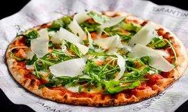 פיצה זוגית ושתייה ב'טרנטינו'
