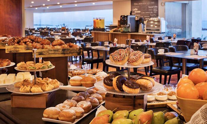7 ארוחת בוקר במלון קראון פלזה, תל אביב