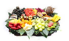 סלסלאות ומגשי פירות אקזוטיים