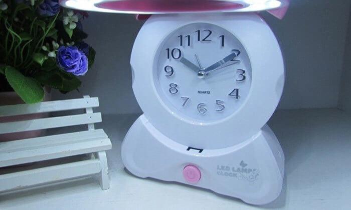 3 שעון מעורר משולב עם מנורת לילה
