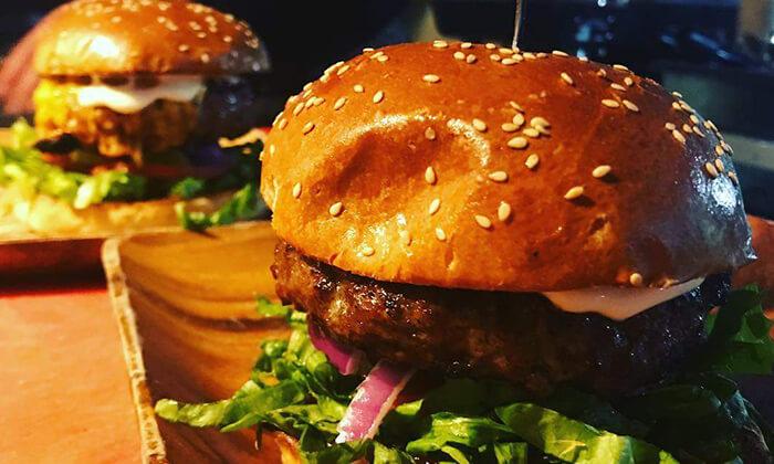 2 ארוחה זוגית ב-OAK BAR, המושבה הגרמנית חיפה