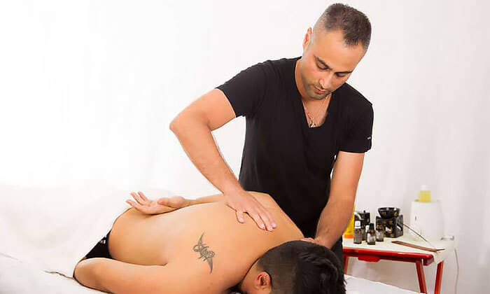 3 עיסוי בקליניקה לטיפול בכאב של דויד מירז, שכונת מונטיפיורי