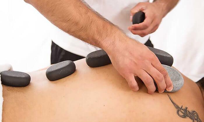 4 עיסוי בקליניקה לטיפול בכאב של דויד מירז, שכונת מונטיפיורי