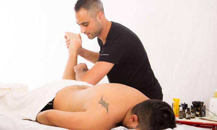 9 עיסוי בקליניקה לטיפול בכאב של דויד מירז, שכונת מונטיפיורי