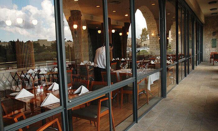 10 ארוחה זוגית במסעדת מונטיפיורי הכשרה מול חומות העיר העתיקה ירושלים