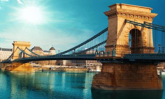 """4 חופשה בבודפשט, כולל סופ""""ש - נופי הדנובה, שופינג בכל פינה והקיורטוש הכי טעים בעולם"""