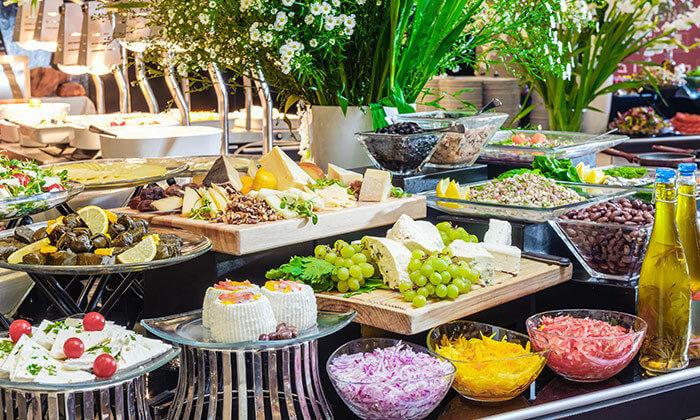9 ארוחת בוקר בופה במלון לאונרדו ביץ', חוף גורדון תל אביב