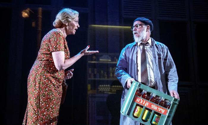 """4 כרטיס למחזה """"מיקה שלי"""" בתיאטרון הבימה"""