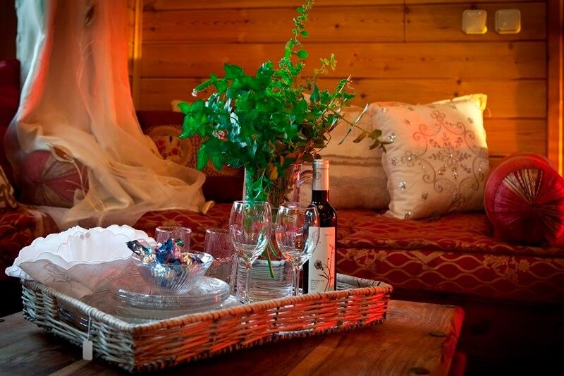 7 חופשה רומנטית בבקתה באמירים - חבילה מושלמת לאירוע מיוחד