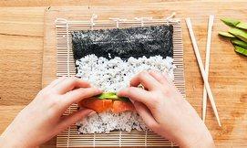 סדנת הכנת סושי במבשלים חוויה