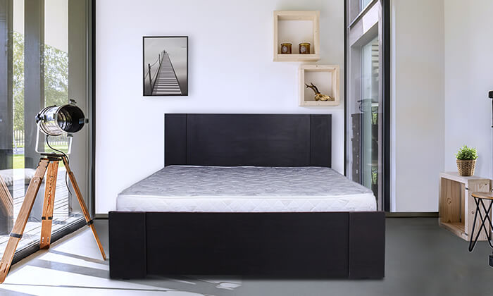 4  מיטת עץ עם מזרן
