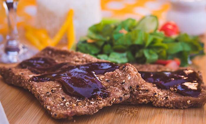 4 מאפים, תבשילים ותחליפי בשר ב'מנדי טבעונות עד הבית'