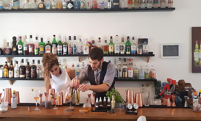 """4 סדנאות קוקטיילים סובבי עולם ב-Mixta Cocktails, ת""""א ורעננה"""