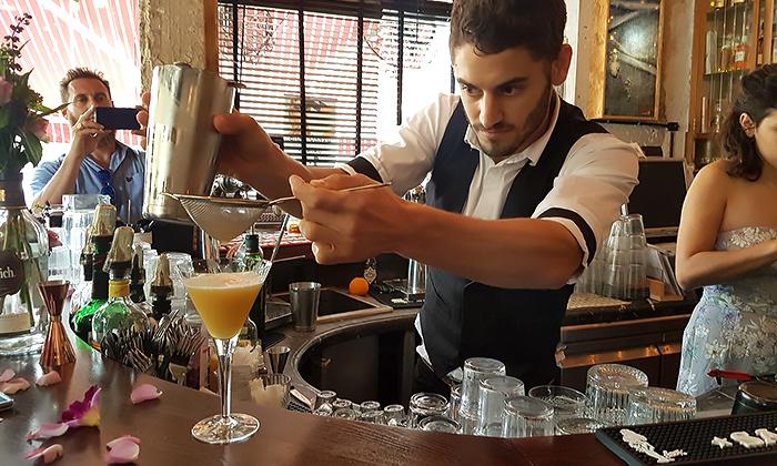 """6 סדנאות קוקטיילים סובבי עולם ב-Mixta Cocktails, ת""""א ורעננה"""