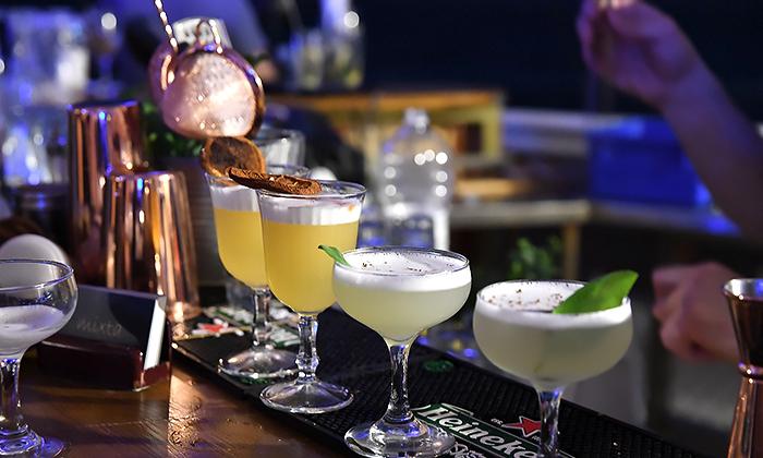 """8 סדנאות קוקטיילים סובבי עולם ב-Mixta Cocktails, ת""""א ורעננה"""