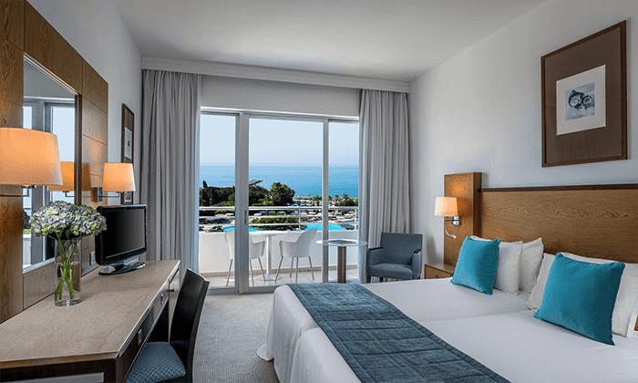 """4 חופשה בקפריסין במלון מפנק במיוחד, כולל סופ""""ש"""