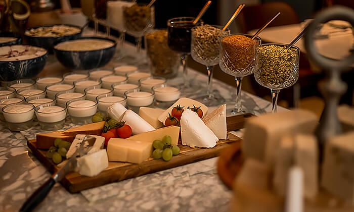 2 ארוחת בוקר בסגנון בופה במלון הבוטיק 'טריפ ירושלים בת שבע'