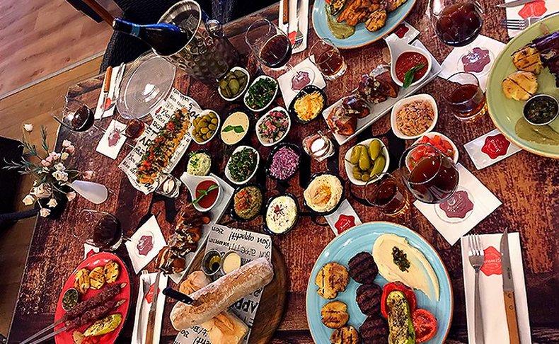 ארוחה זוגית בארמיס, תקף בחנוכה