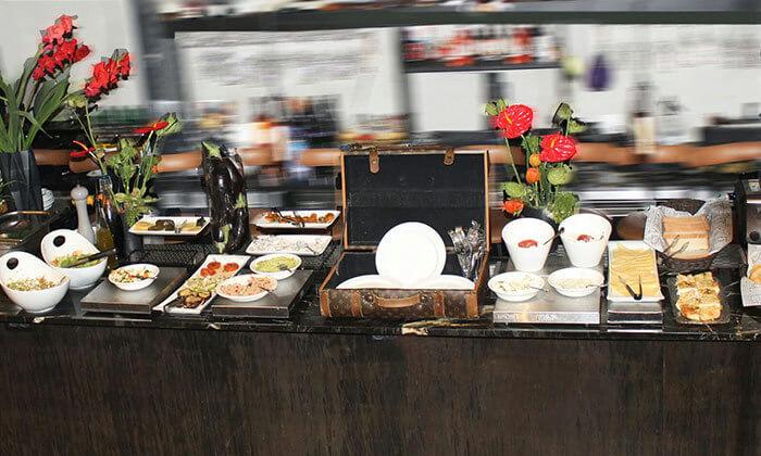 5 ארוחת בוקר בופה לזוג במלון אולטרה Ultra, הירקון תל אביב