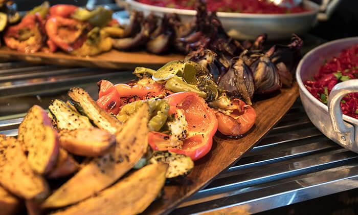 8 ארוחת בוקר בופה במלון דניאל, הרצליה פיתוח