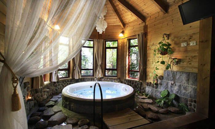 2 חופשה רומנטית בבקתות עץ בסגנון הודי - מושב רמות