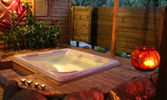 4 חופשה רומנטית בבקתות עץ בסגנון הודי - מושב רמות