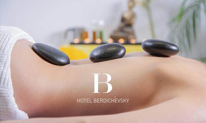 """12 חופשה במלון בוטיק B ברדיצ׳בסקי ת""""א, כולל עיסוי זוגי"""