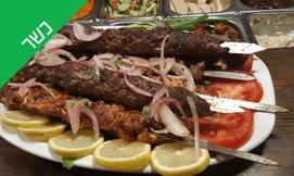 ארוחת בשרים במסעדת טביליסי