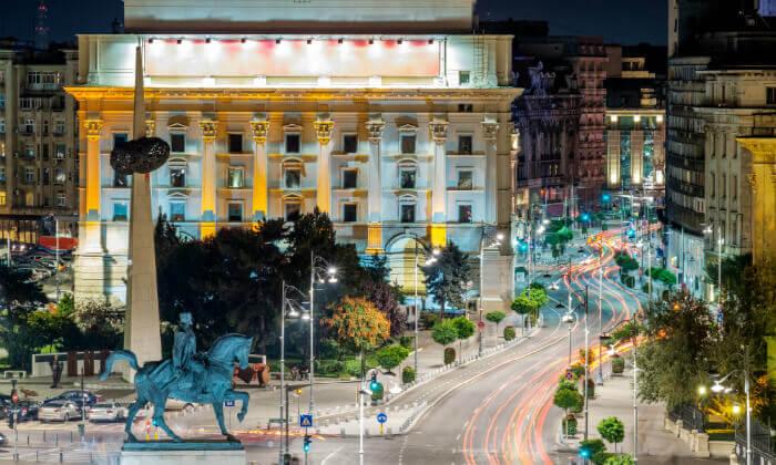 """7 שופינג, קזינו, חיי לילה ומלון 5 כוכבים Radisson Blu בבוקרשט, כולל סופ""""ש"""