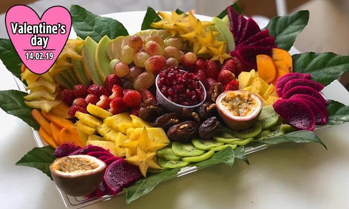 3 מגשי פירות של Enerjuicer, בר משקאות הבריאות והמיצים הטבעיים בכיכר רבין