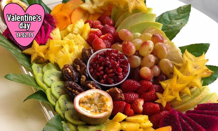 4 מגשי פירות של Enerjuicer, בר משקאות הבריאות והמיצים הטבעיים בכיכר רבין