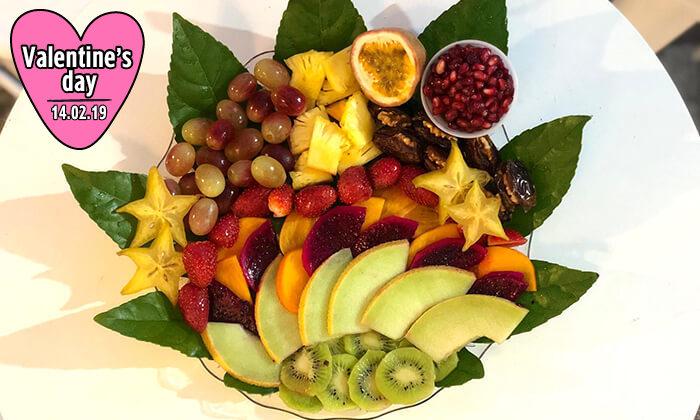 5 מגשי פירות של Enerjuicer, בר משקאות הבריאות והמיצים הטבעיים בכיכר רבין