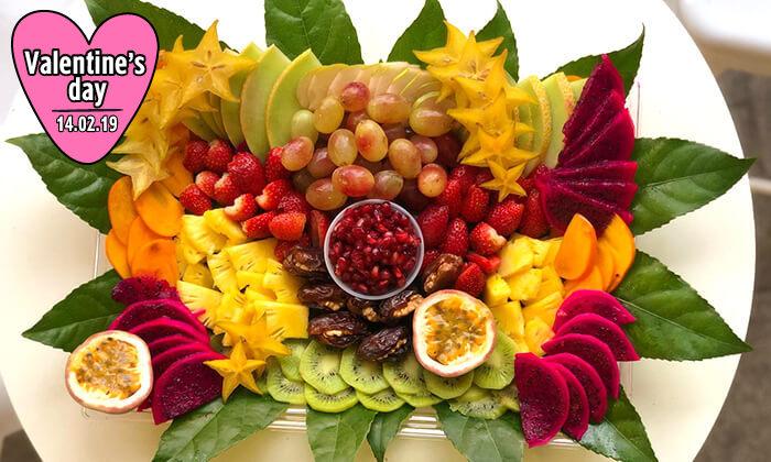 8 מגשי פירות של Enerjuicer, בר משקאות הבריאות והמיצים הטבעיים בכיכר רבין